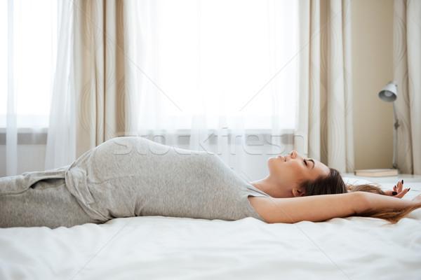Felice incinta letto home Foto d'archivio © deandrobot