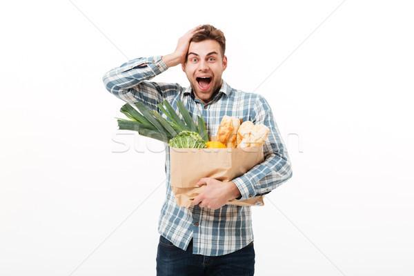 Portret zdziwiony człowiek torby papierowe pełny Zdjęcia stock © deandrobot