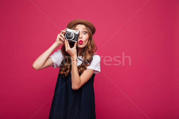Csinos párizsi hölgy készít fotó kamera Stock fotó © deandrobot