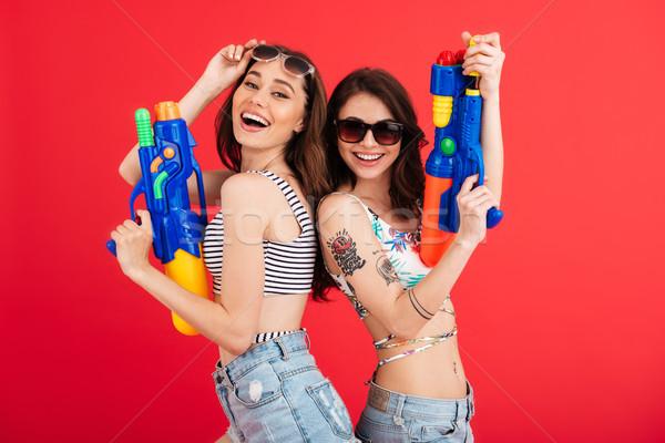Portré kettő mosolyog lányok nyár ruházat Stock fotó © deandrobot