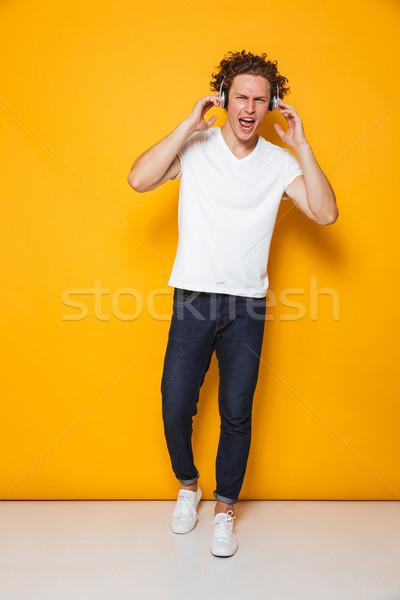 Fotografia szczęśliwy funny facet kręcone włosy Zdjęcia stock © deandrobot