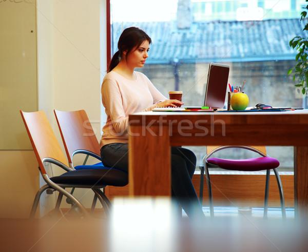 小さな 美少女 作業 ノートパソコン オフィス ビジネス ストックフォト © deandrobot