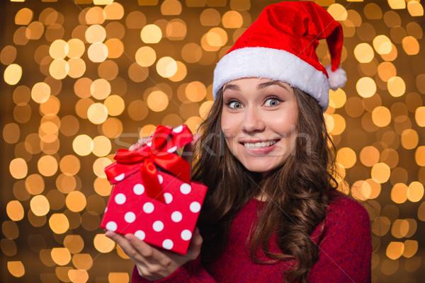 Amusant positief jonge vrouw een aanwezig Stockfoto © deandrobot