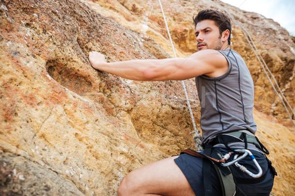 若い男 登山 急 壁 山 小さな ストックフォト © deandrobot
