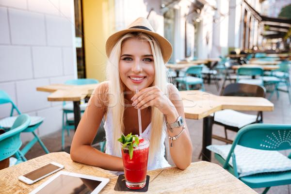 Stok fotoğraf: Kadın · oturma · içme · kokteyl · açık