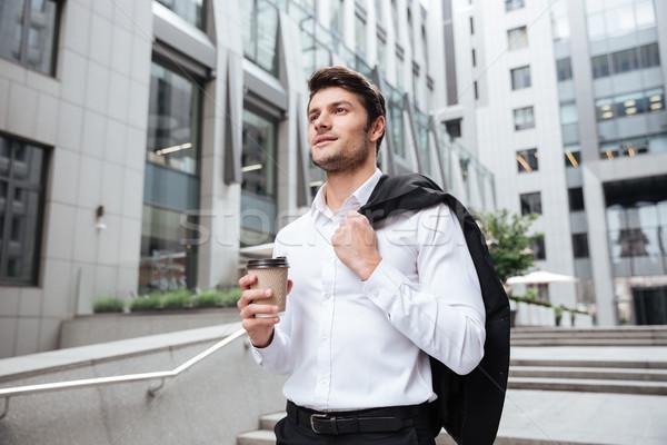 üzletember kabát kávé sétál üzlet központ Stock fotó © deandrobot