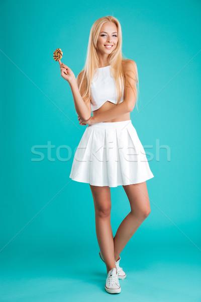 Mulher cabelos longos pirulito olhando câmera Foto stock © deandrobot
