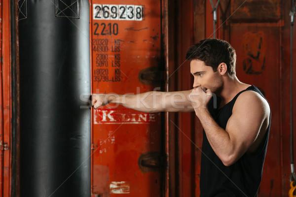 Fuerte boxeador formación gimnasio imagen concentrado Foto stock © deandrobot