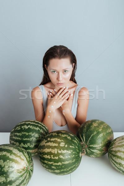 Gyönyörű fiatal nő ül asztal friss nő Stock fotó © deandrobot