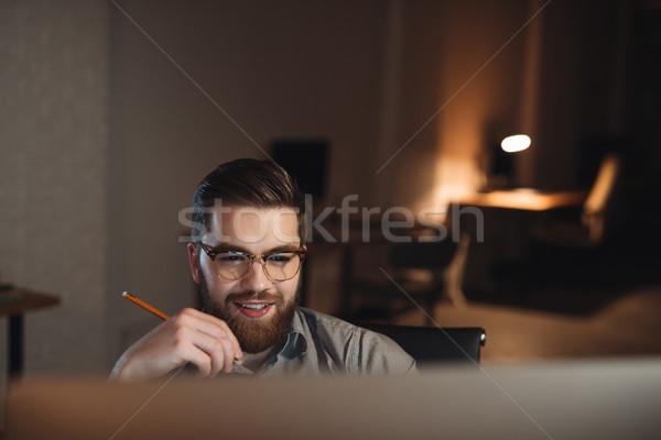 счастливым бородатый веб дизайнера рабочих поздно Сток-фото © deandrobot