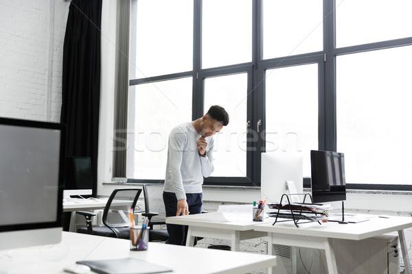 Genç afro amerikan adam ofis çalışanı grafik Stok fotoğraf © deandrobot