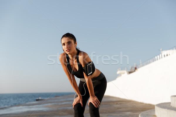 疲れ 小さな スポーツ 女性 リスニング 音楽 ストックフォト © deandrobot