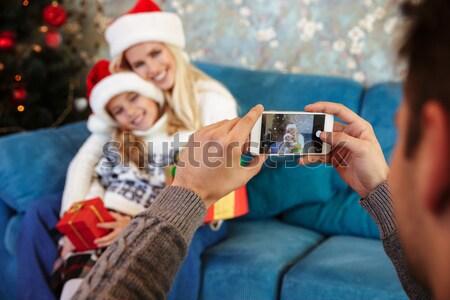 Kilátás apa elvesz fotó feleség lánygyermek Stock fotó © deandrobot