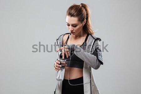 Fiatal barna hajú fitnessz nő törölköző tart kar Stock fotó © deandrobot