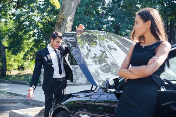 Man naar Open kapotte auto business hand Stockfoto © deandrobot