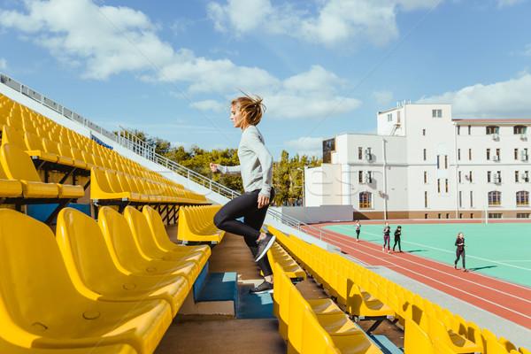 Sport donna esecuzione stadio ritratto ragazza Foto d'archivio © deandrobot