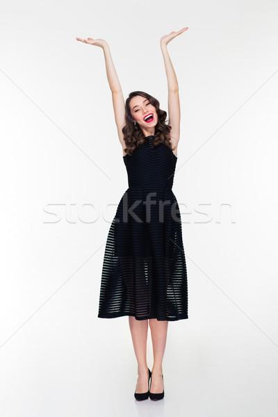 Blijde meisje exemplaar ruimte achter hoofd Stockfoto © deandrobot
