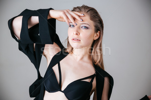 Femenino modelo moda tela posando gris Foto stock © deandrobot