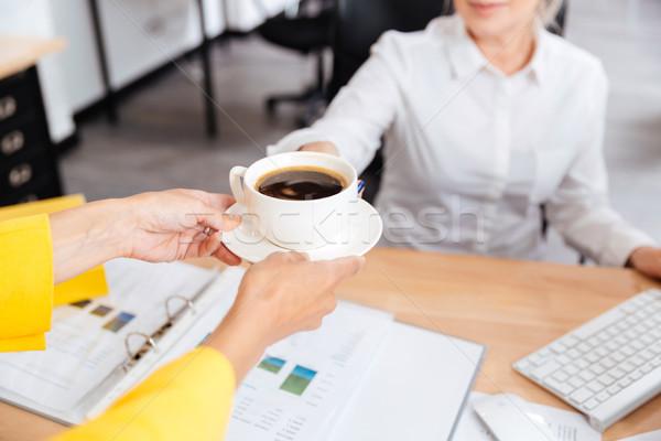 Image secrétaire tasse de café tasse café patron Photo stock © deandrobot