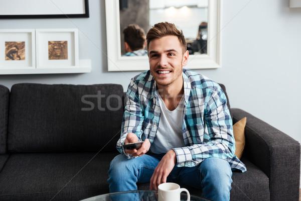 Joyeux jeunes hérisser homme télécommande Photo stock © deandrobot