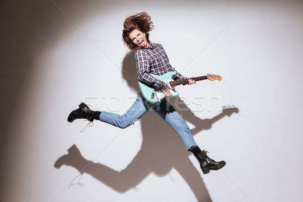 Vrouw gitaar tonen tong springen Stockfoto © deandrobot