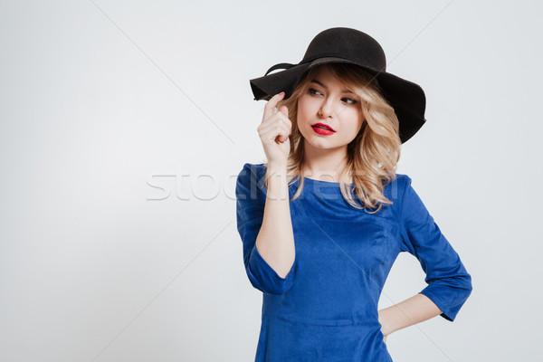 Incroyable jeune femme chapeau posant image Photo stock © deandrobot