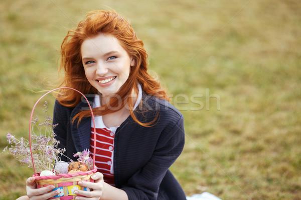 Mutlu güzel kız piknik sepeti paskalya yumurtası Stok fotoğraf © deandrobot