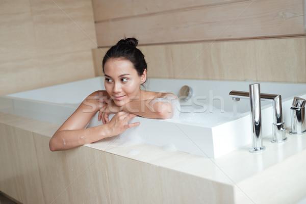 Bella giovani asian donna sorridente rilassante vasca da bagno Foto d'archivio © deandrobot