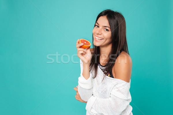 Mosolyog vonzó fiatal nő áll tart fél Stock fotó © deandrobot