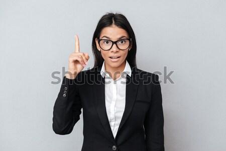 Mauvais femme d'affaires milieu doigts costume Photo stock © deandrobot