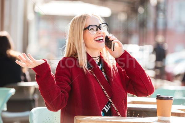 Stockfoto: Gelukkig · jonge · kaukasisch · dame · praten · telefoon