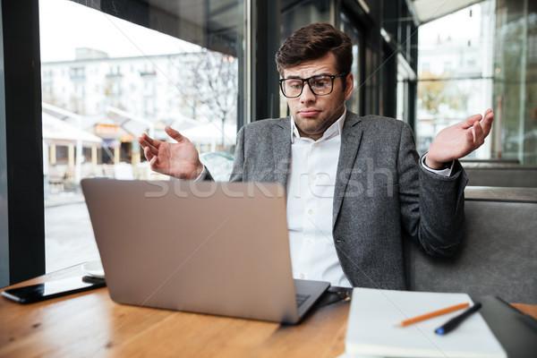путать деловой человек очки сидят таблице кафе Сток-фото © deandrobot
