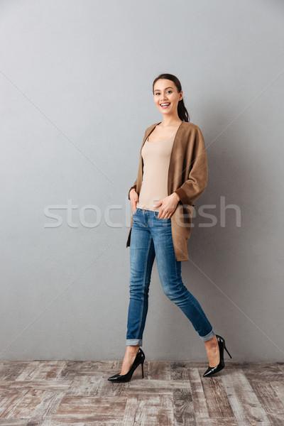 Tam uzunlukta gülme genç Asya kadın yürüyüş Stok fotoğraf © deandrobot