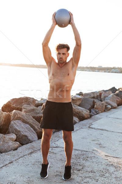 Ritratto concentrato a torso nudo piccolo fitness Foto d'archivio © deandrobot