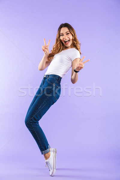 Mutlu sevimli kadın yalıtılmış mor duvar Stok fotoğraf © deandrobot