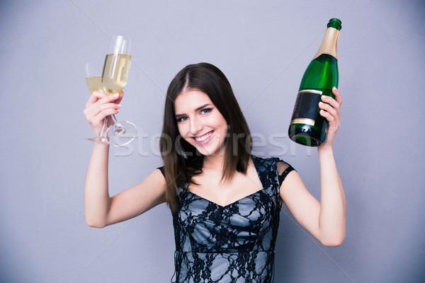 Femme souriante deux verre bouteille champagne Photo stock © deandrobot