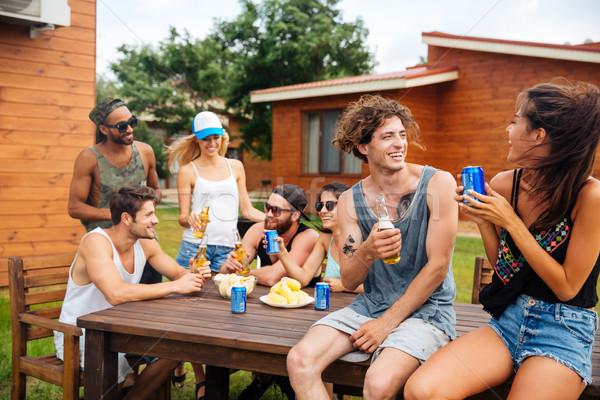 Pár iszik sör üdítő barátok szabadtér Stock fotó © deandrobot
