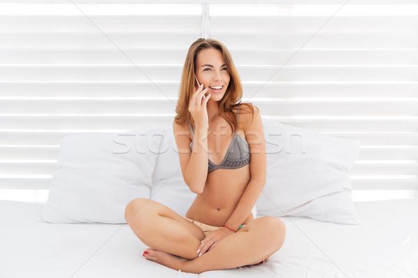Attrattivo sorridere ragazza bikini parlando telefono Foto d'archivio © deandrobot