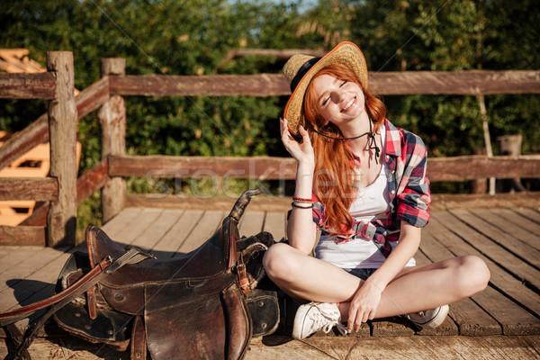Souriant jeune femme chapeau à carreaux shirt portrait Photo stock © deandrobot