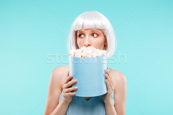 Aranyos nő rejtőzködik arc mögött doboz Stock fotó © deandrobot