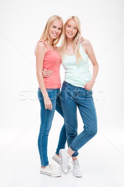 Heureux filles jeans fourmi posant photos Photo stock © deandrobot