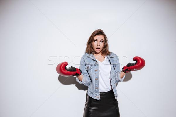 Mylić kobieta bokser biały obraz dżinsy Zdjęcia stock © deandrobot