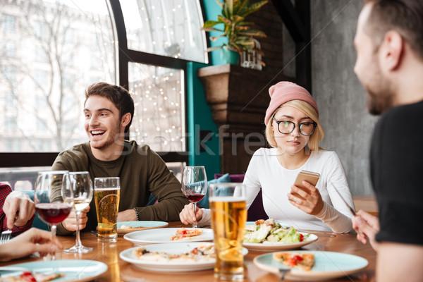 Derűs barátok ül kávézó eszik iszik Stock fotó © deandrobot