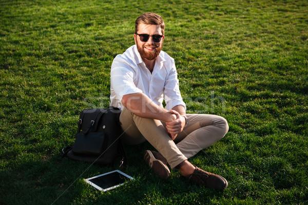 Feliz barbudo homem óculos de sol negócio roupa Foto stock © deandrobot
