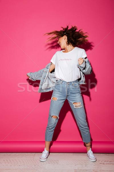 çığlık atan genç kadın gözleri kapalı görüntü yalıtılmış pembe Stok fotoğraf © deandrobot