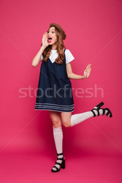 Csinos fiatal nő hívás néz fiatal barna hajú Stock fotó © deandrobot