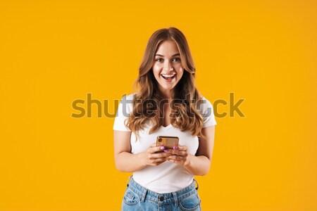 Uśmiechnięty brunetka kobieta sweter smartphone Zdjęcia stock © deandrobot