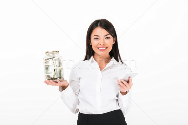 Portré elégedett ázsiai üzletasszony tart mobiltelefon Stock fotó © deandrobot