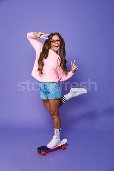 Porträt heiter Mädchen Sweatshirt posiert Stock foto © deandrobot