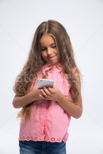 Сток-фото: портрет · девочку · смартфон · изолированный · белый · девушки